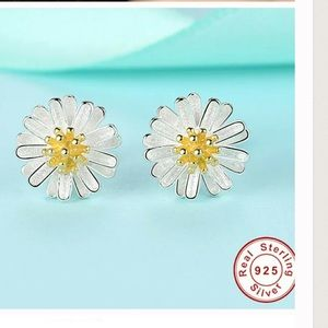 Jewelry - Solid 925 Sterling 18k silv. Plated Daisy Earring